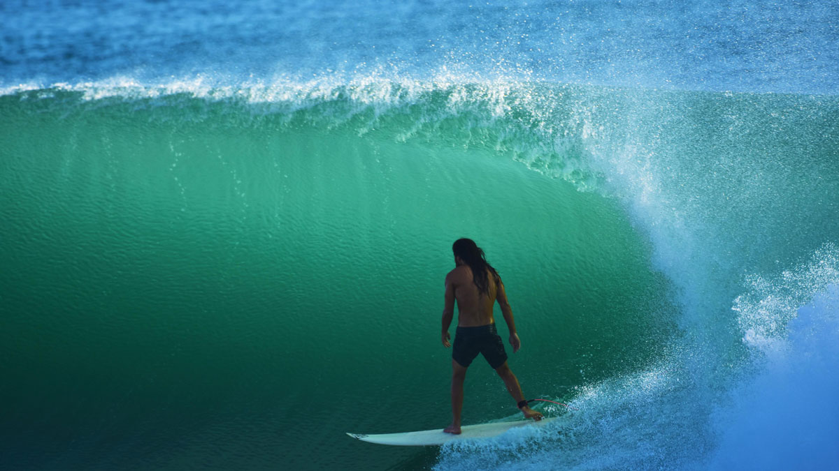Video Image Takkesh Surfing in the tube