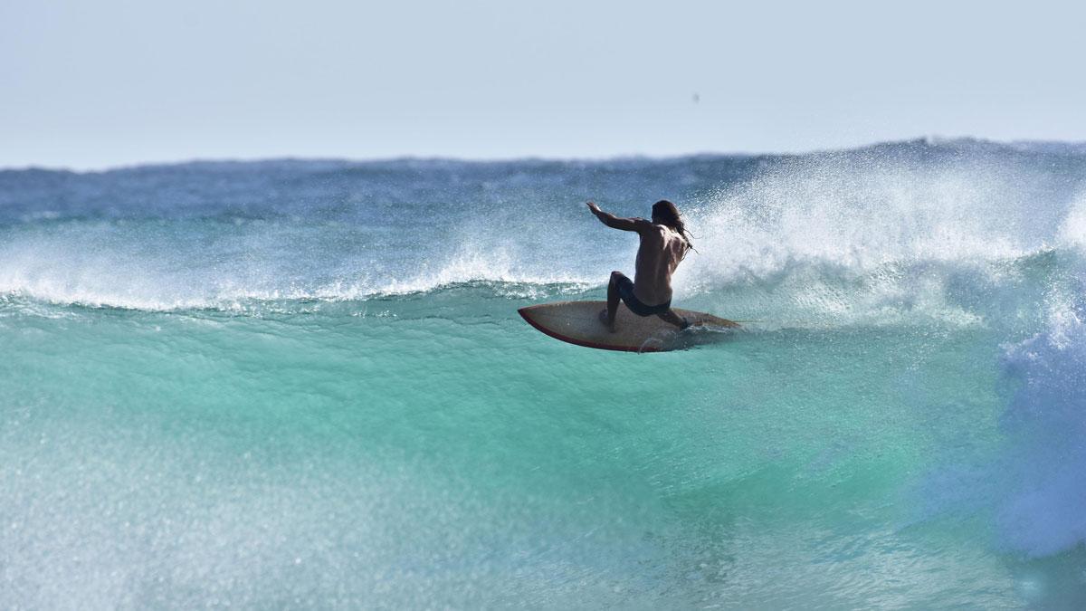 Catching Waves Takkesh